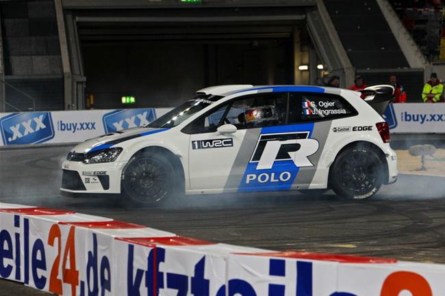 VW использовал Гонку Чемпионов для первого публичного появления своего раллийного Polo WRC, резину которого жег их новый пилот - Себастьян Ожье!