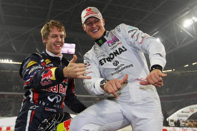 """Уже после гонки они по-настоящему расслабились, всячески позируя на камеры """"впитывая"""" свою рекордную победу и наслаждаясь этим..."""