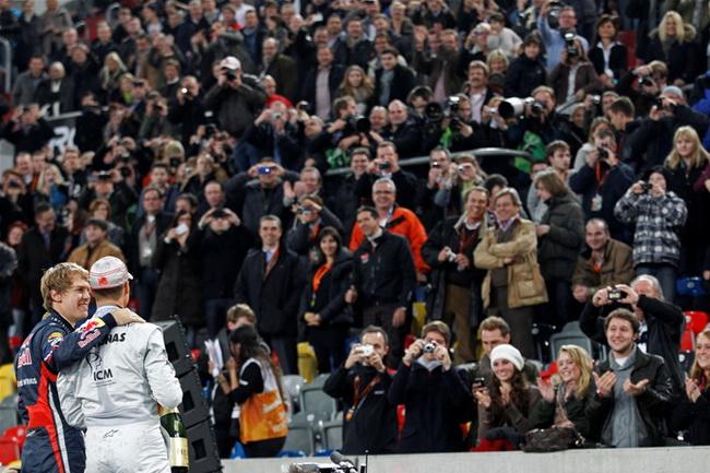 Но кто их осудит. когда заполненные до отказа немцами трибуны немецкого стадиона ликуют очередной победе своих кумиров...