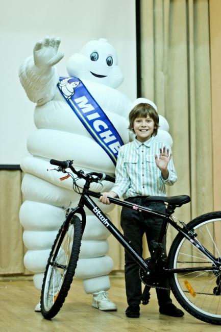 Победители с Украины и России получили в подарок велосипеды