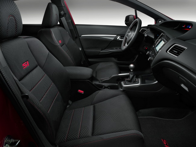 Автосалон в Лос-Анджелесе 2012: спортивный седан Honda Civic Si