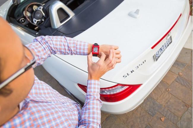 Новые часы Mercedes-Benz помогут управлять автомобилем