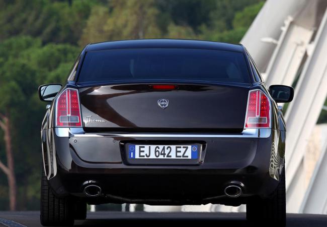 седан Lancia Thema