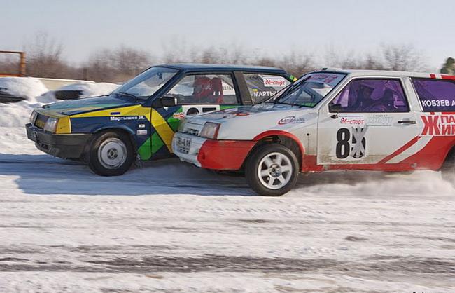 зимние трековые гонки на ипподроме