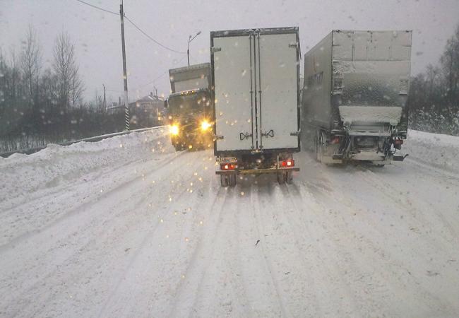 Трасса Киев-Чоп: ГАИ регулирует движение вручную