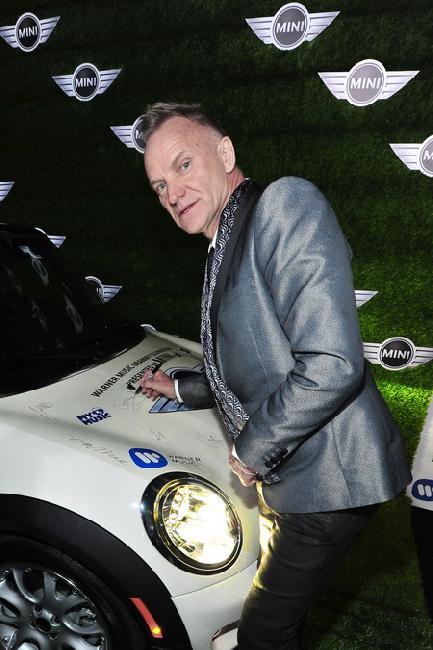 Grammy 2013: на автомобиле Mini расписался Стинг