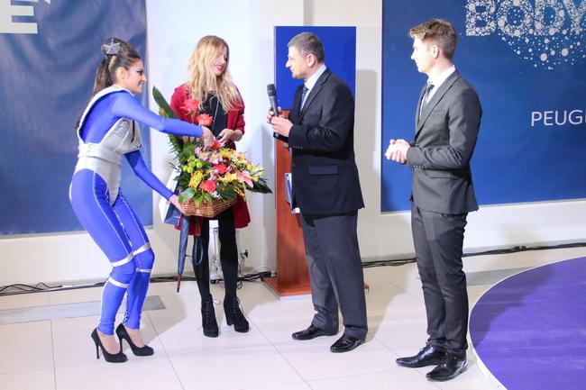 В рамках презентации состоялась церемония вручения ключей первой покупательнице