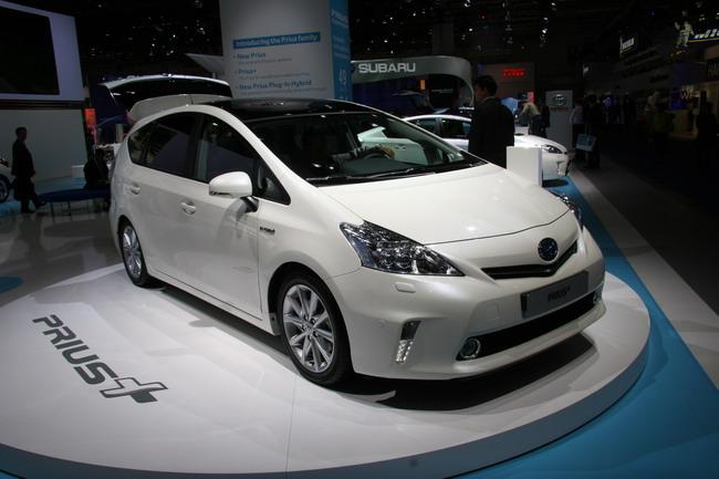 Франкфуртский автосалон 2011: Toyota представила Prius с подзарядкой и его семейный вариант