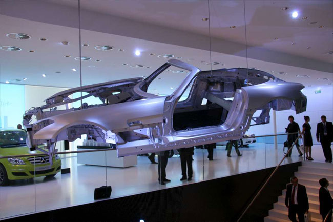 Франкфуртский автосалон 2011: представлен родстер Mercedes-Benz SLS AMG