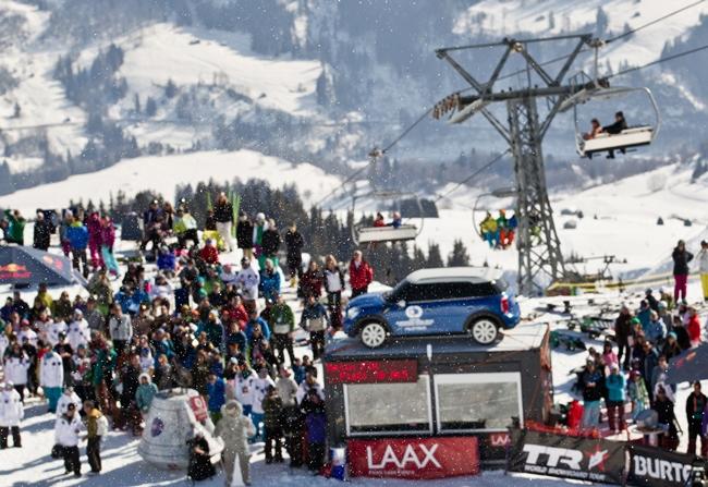 Компания MINI является партнером соревнований среди сноубордистов по фристайлу