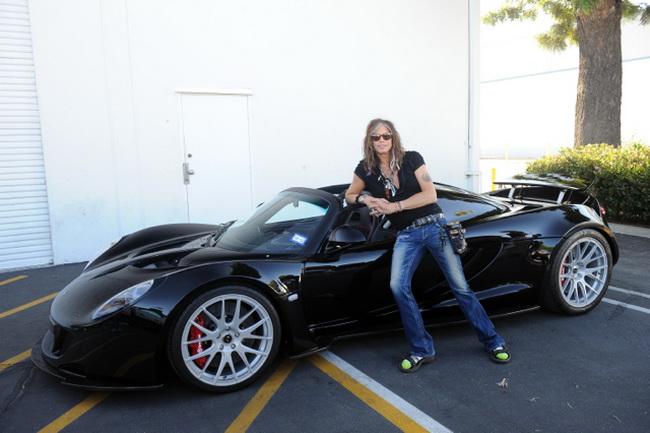 Какую музыку слушать за рулем: солист Aerosmith Стивен Тайлер и его Venom GT