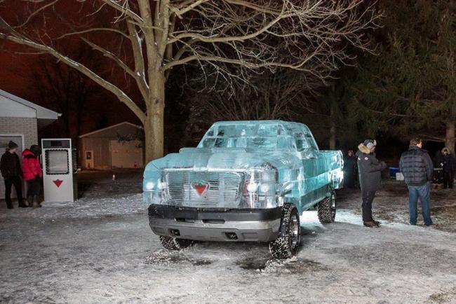 Автомобиль, созданный изо льда, проехал 1,6 км