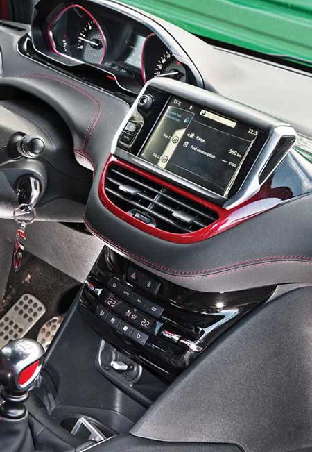 Тест-драйв Peugeot 208