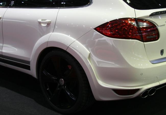 Прокачанный внедорожник Hofele Design Cayster 670 представили зрителям на Женевском автосалоне 2012