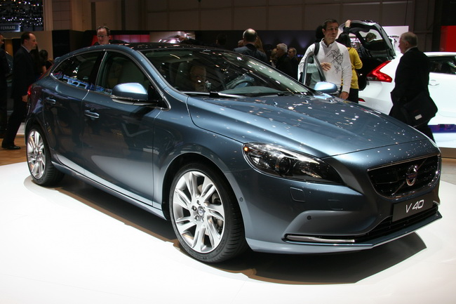 На Женевском автосалоне 2012 компания Volvo презентовала хэтчбек V40