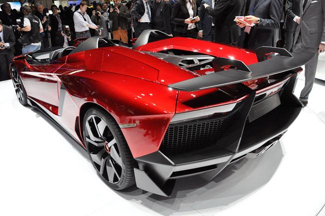 На Женевском автосалоне 2012 показали Lamborghini Aventador J