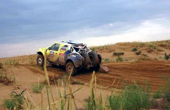 Ралли-рейд «Шелковый путь 2012»: дождь и песок не остановили украинские экипажи
