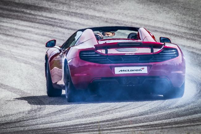 Новый McLaren MP4-12C Spider пополнит семью британских суперкаров