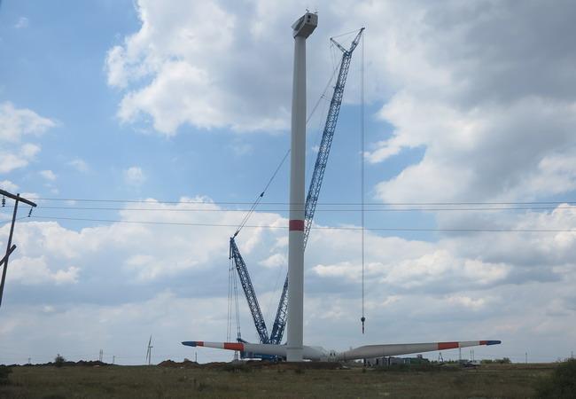 Возведение генераторной установки на Краснодонодской ВЭС