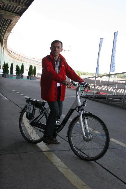 Тест-драйв велогибрида показался нашему обозревателю очень увлекательным.