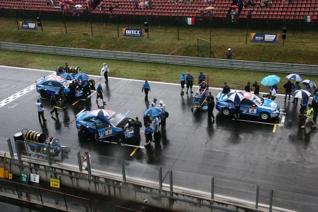 WTCC 2011: замена резины на дождевую