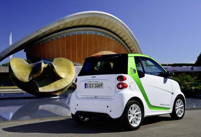 Электромобиль Smart Fortwo Electric Drive отправился к дилерам
