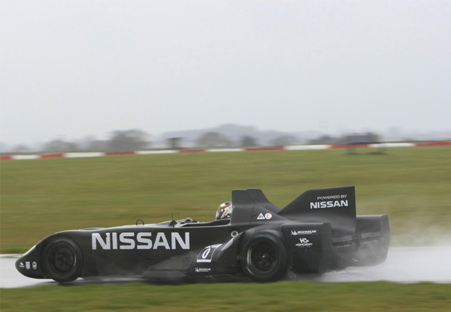 болид Nissan DeltaWing