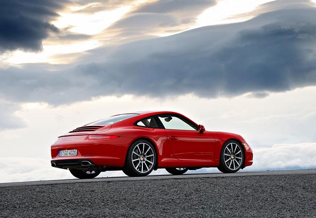 Автомобиль Porsche 911