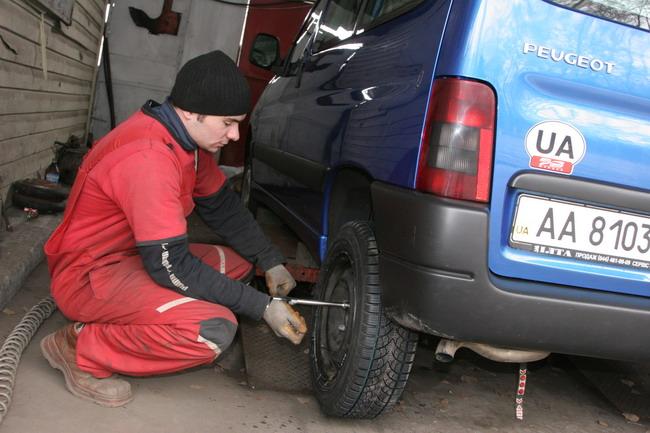 Во время замены колес заодно осмотрите состояние узлов в колесной арке - или попросите об этом механика.