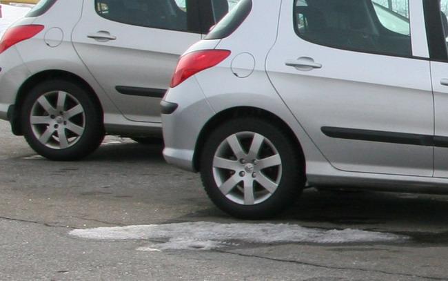 Отсутствие снега на дорогах - еще не повод переходить на летние шины.