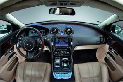 Jaguar кокпит