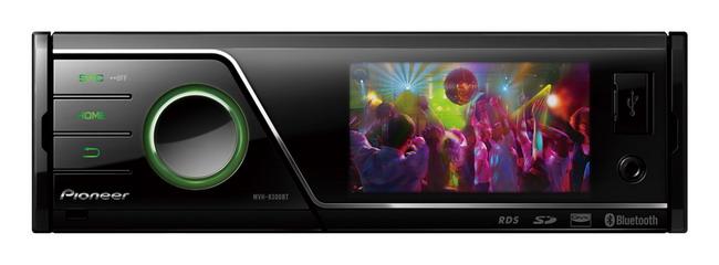 Цифровой медиа-центр MVH-8300BT не имеет CD-привода,  работая лишь с внешними накопителями.