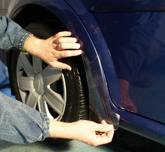 Колесные арки также хорошо защищать пленкой.
