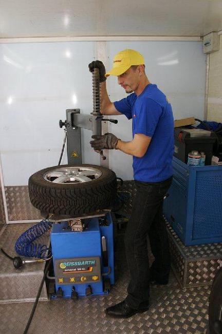 При выборе шиномонтажа имейте в виду, что нерадивые мастера могут поцарапать диски.