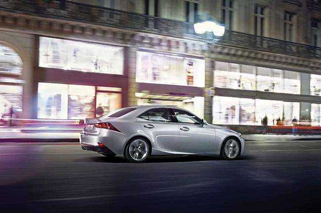 Тест-драйв Lexus IS