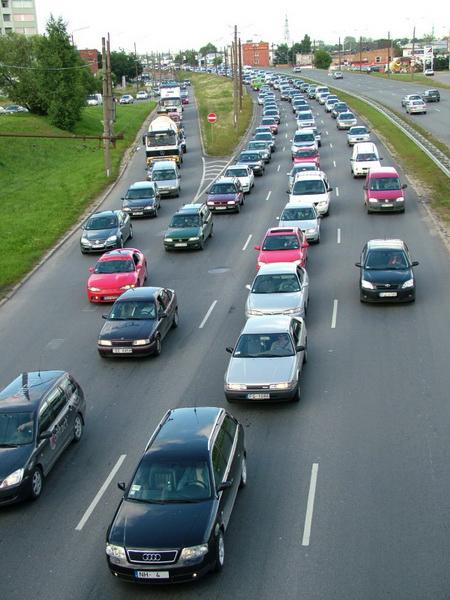 Латвия: Водители стали вежливее, но не за один день