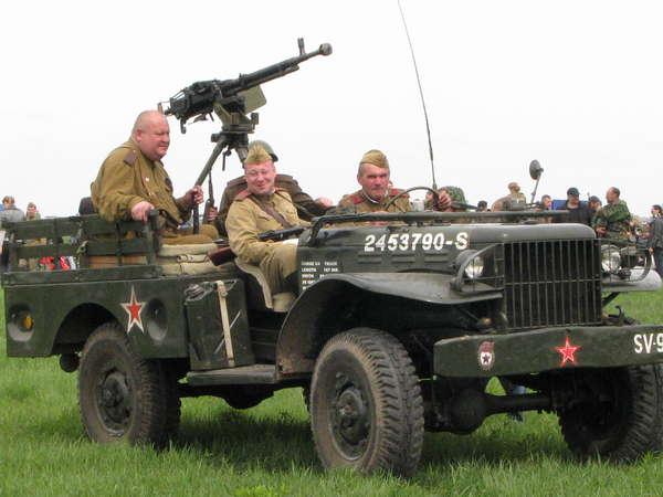 Труженик войны Dodge WC иногда становился шасси для легкого вооружения
