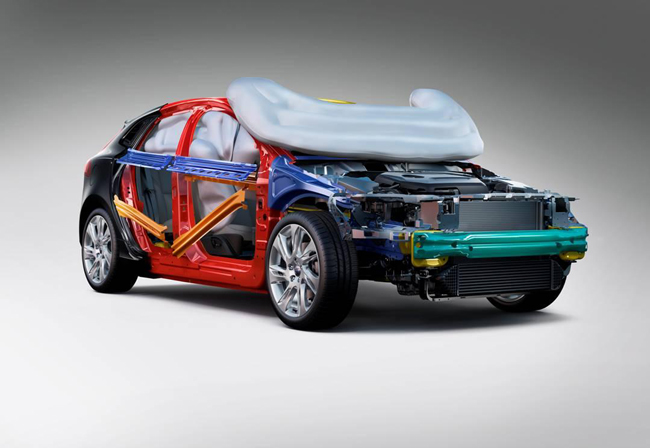 Новый Volvo V40 обеспечит пешеходов подушками безопасности