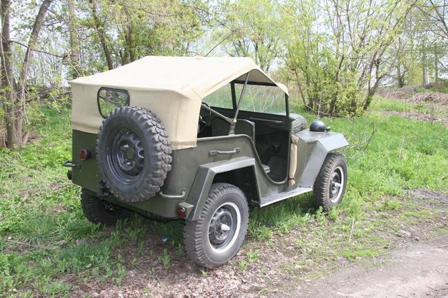 Утилитарный внедорожник ГАЗ-67 с поднятым тентом