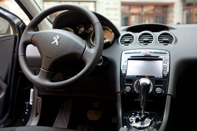 Новый седан Peugeot 408