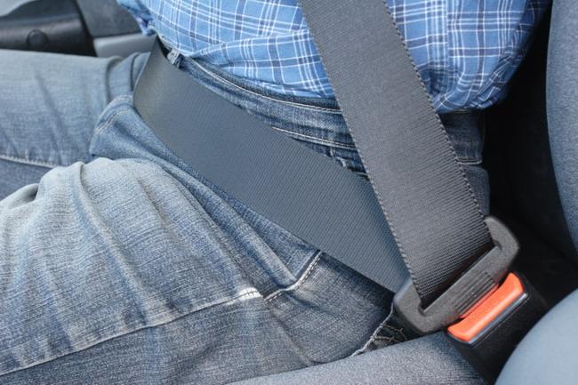 Пристегивать ремень безопасности