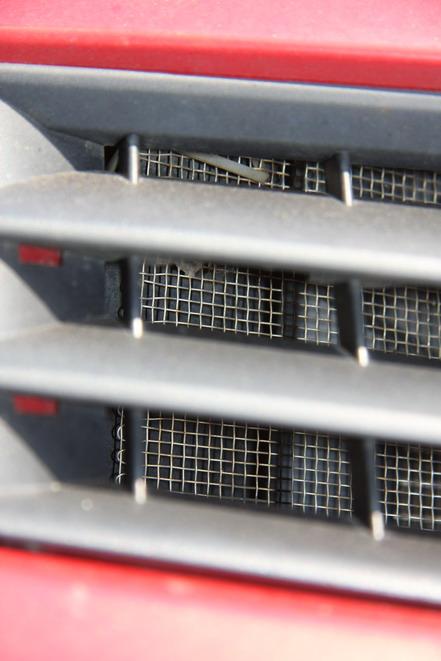 Эксплуатация автомобиля весной: тополиный пух атакует