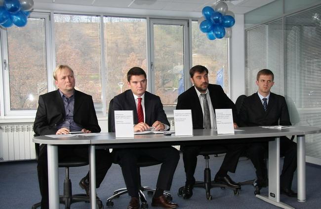 Валерий Шупик (на фото - второй слева)