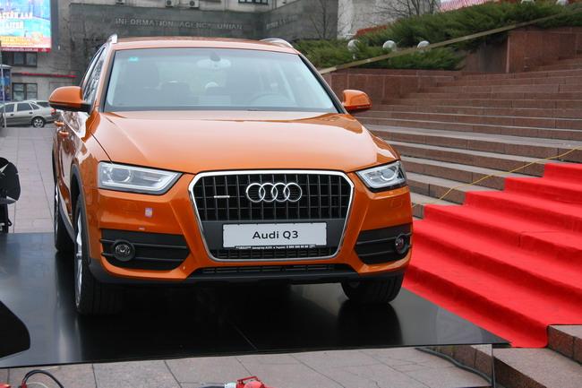 зеркальный куб в честь Audi Q3