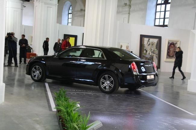 В Мистецком арсенале официально показали новый Chrysler 300C