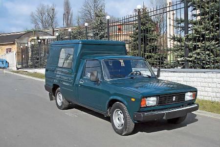 Перелицованый фургон Иж-27175 выпускается как в пассажирской, так и в грузовой версии