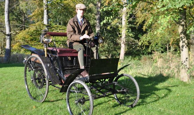 17-летний Оливер Райт на автомобиле Benz Velo 1894 года