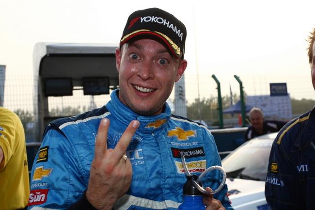 Второму месту в квалификации к первой гонке Роб Хафф радовался не меншьше. чем поулу ко второй, который он взял с неимоверным риском