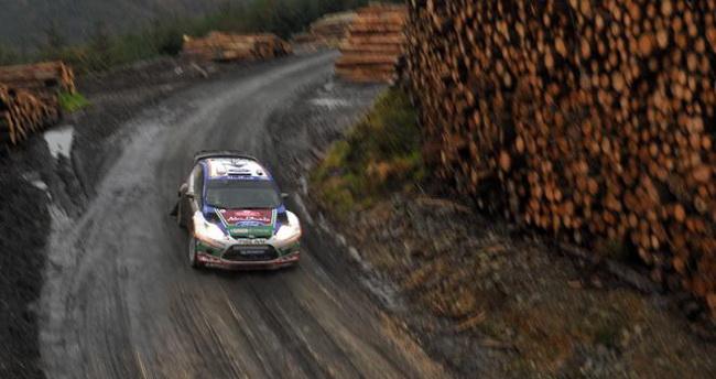 Кладки лесозаготовки - неотъемлимая часть Ралли Уэльса, как и сами раскисшие грунтовые дороги и их совокупность сыграла свою роковую роль в судьбе титула
