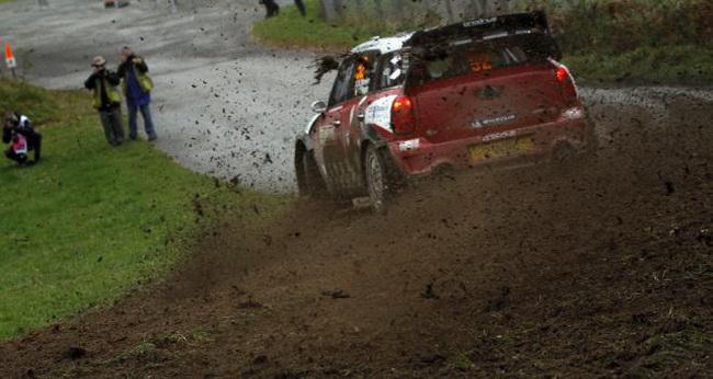 Опередив на СУ9 на одну секунду Латвалу, Крис Мик одержал в пятницу всего свою вторую победу на СУ на высшем раллийном уровне в WRC
